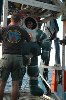 Foto da Marinha dos EUA pelo especialista em comunicação de massa Seaman Chelsea Kennedy