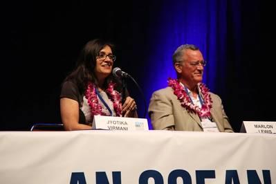 Dr. Jyotika Virmani e Dr. Marlon Lewis na OceanObs'19. Foto: OceanObs'19