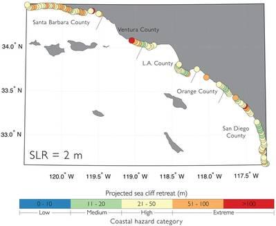 Mapa de la costa del sur de California que muestra los pronósticos de retirada de los acantilados con 6.6 pies de elevación del nivel del mar. Los círculos anaranjados y rojos indican una erosión extrema más allá de 167 pies. (Imagen: USGS)