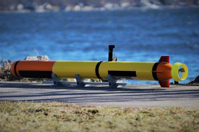 L3 OceanServerのIver Precision Workhorse自律型海底車両で、低仰角のサイドスキャンと深度計トランスデューサが搭載されています。写真提供:L3 OceanServer