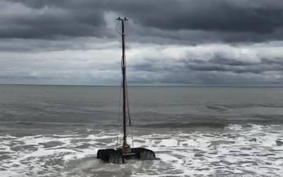 El Sea Ox entra en las olas en Jacksonville, Florida. (Foto: Rob Howard)