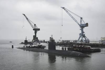 O USS Boise (SSN 764) chega à divisão Newport News Shipbuilding da Huntington Ingalls Industries para iniciar sua revisão de engenharia estendida por 25 meses (Photo by Ashley Cowan / HII)