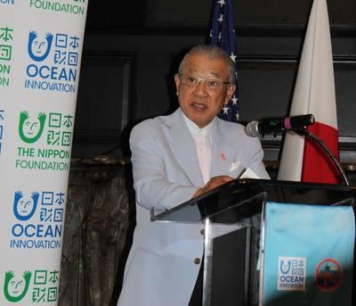 Yohei Sasakawa, Vorsitzender der Nippon Foundation, spricht bei der Unterzeichnung einer Absichtserklärung mit Deepstar. Foto: Greg Trauthwein
