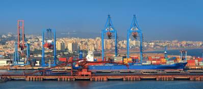 O porto de Visakhapatnam é o segundo maior porto de carga movimentada na Índia. (Crédito da imagem: AdobeStock / © SNEHIT)