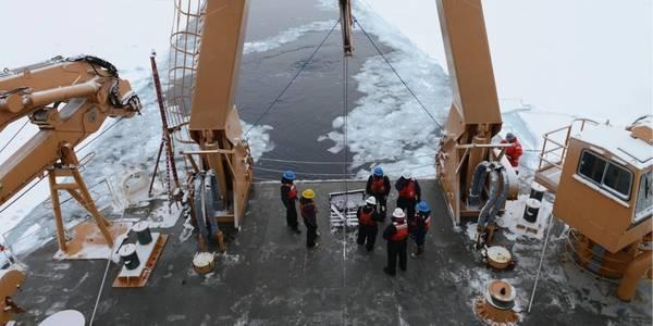 Фото береговой охраны США от старшего офицера 3-го класса Лорен Стинсон