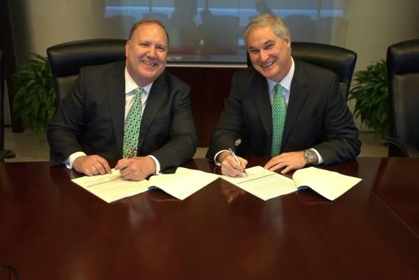 ريك فاولر ، مدير العمليات في LLOG و Doug Pferdehirt رئيس مجلس الإدارة والرئيس التنفيذي لشركة TechnipFMC (الصورة: LLOG)