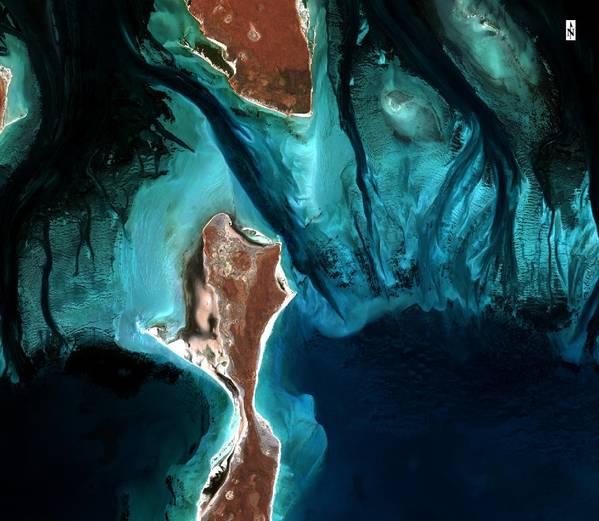 وستقوم شركة TCarta بنشر تقنيات التعلم الآلي ورؤية الكمبيوتر لتعزيز قياس الأعماق المستمدة من السواتل في المنطقة الساحلية. (مصدر الصورة: بيانات Copernicus Sentinel 2018)