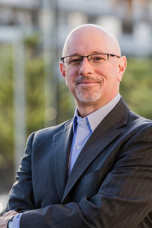 フィリップ・アダムス、UMass Dartmouthのイノベーションと起業家精神センターのディレクター。写真:UMassダートマス。