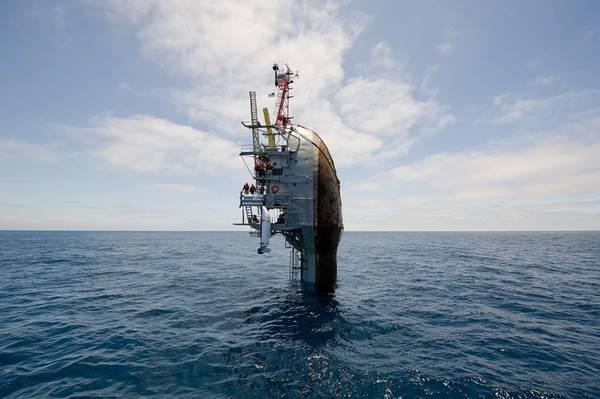 (Foto de la Marina de los Estados Unidos por John F. Williams)