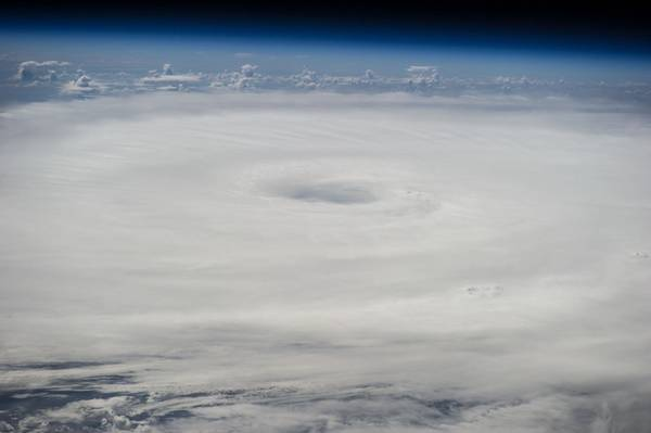 2014年9月17日に国際宇宙ステーションから撮影されたハリケーンエドワードの写真。(提供:NASA JSC / ISS)