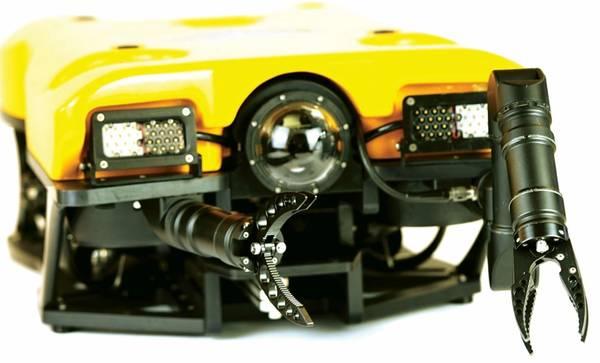 O Defender equipado com manipuladores duplos de 5 eixos Blueprint Labs R5M. Imagem: VideoRay