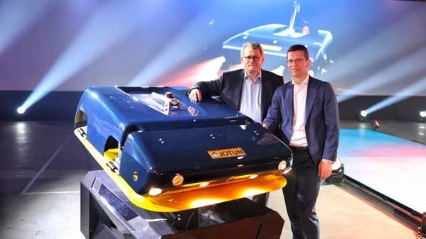Morten Fon, Präsident und CEO, Jotun (links) und Geir Haaoy, Präsident und CEO, Kongsberg (rechts). Bild: Jotun