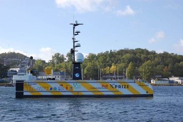 SEA-KITの無人船舶USV Maxlimer Maldonの無人船舶の例では、自律型潜水船の配備と回収が可能です。 SEA-KITは、Shell Ocean Discovery X-Prizeコンペティションのファイナリストです(写真:MCA)