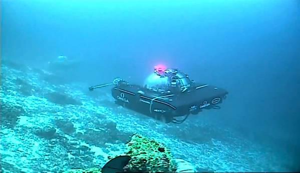 Transmitindo do fundo da missão Nekton First Descent usando um UV BlueComm. (Foto: Sonardyne)