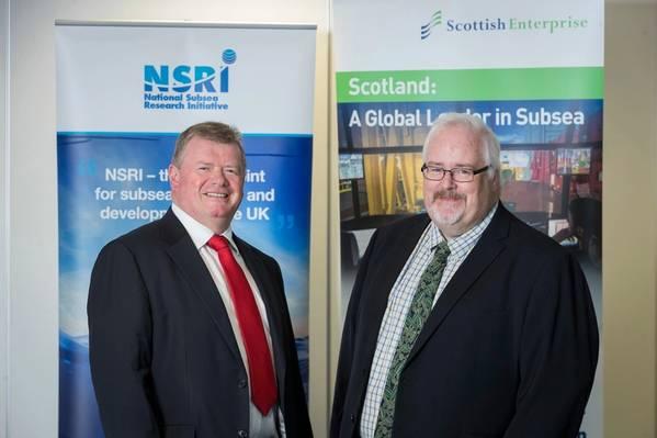Da esquerda para a direita: Tony Laing, diretor de pesquisa e aceleração de mercado da NSRI e Andy McDonald, diretor de setor, energia e tecnologias de baixo carbono da Scottish Enterprise. (Foto: NSRI)