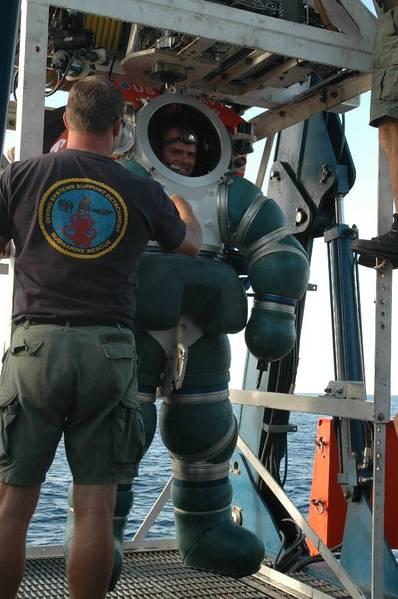 Αμερικανική ναυτική φωτογραφία από ειδικός μαζικής επικοινωνίας Seaman Τσέλσι Κένεντι