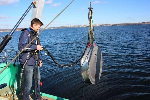 Развертывание звукового проектора C-BASS VLF: недавно выпущенный продукт от GeoSpectrum Technologies, выполняющий ряд рабочих ролей для морского сектора. Фото: GeoSpectrum Technologies.