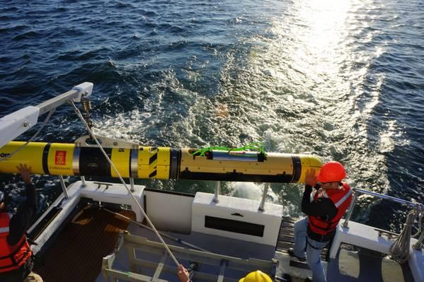美国海军的REMUS 600 AUV装有Kraken的AquaPix MINSAS合成孔径声呐。 (照片:Kraken)