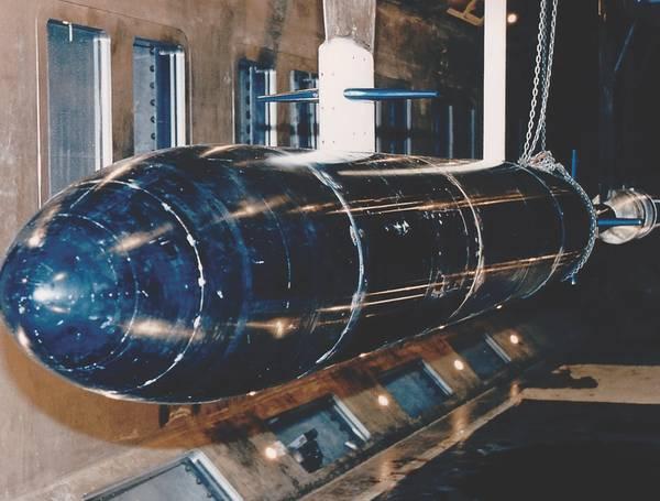 威廉B摩根大空化通道(LCC)是一个大型变压闭环水隧道,自1991年以来一直由美国海军在孟菲斯运行。该设施设计精良,适用于各种水动力和水声测试。其整体尺寸和性能使测试模型雷诺数接近或甚至达到全尺寸的空气或水载运输系统。 (照片:美国海军)