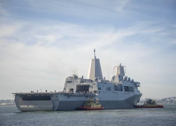 USS Anchorage parte de San Diego para realizar pruebas con la NASA en la costa del sur de California como parte de un esfuerzo para practicar la recuperación de la nave espacial Orion en un entorno de océano abierto (foto de la Marina de EE. UU. Por Jesse Monford)