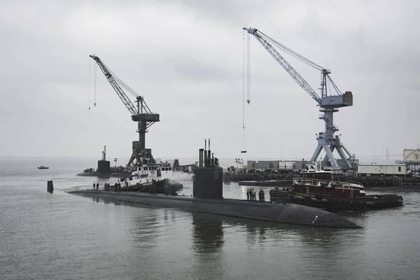 USS Boise (SSN 764) llega a la división de construcción naval de Newport News de Huntington Ingalls Industries para comenzar su revisión general de ingeniería de 25 meses (Foto por Ashley Cowan / HII)