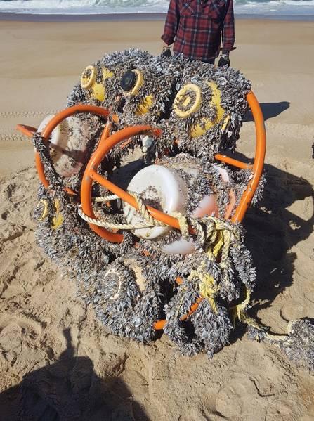 El marco y los instrumentos tal como estaban cuando se lavaron. Foto: NOC