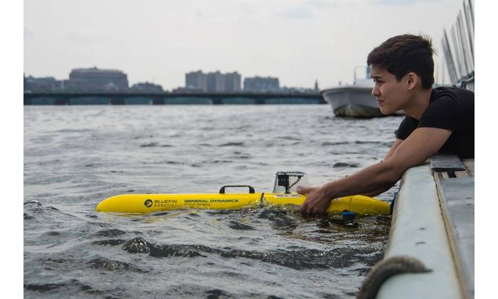 The Bluefin SandShark is a one-person-portable, low-cost autonomous underwater vehicle (AUV) designed to leverage today's miniaturized sensors and small enough to be carried in a backpack. (Credit: General Dynamics Mission Systems)