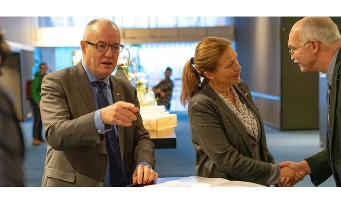 Gunnar Bovim (NTNU), Alexandra Bech Gjørv (SINTEF) and Anders Bjarklev (DTU) signed an agreement to work together on offshore wind. Photo: John Ivar F. Eidsmo, SINTEF