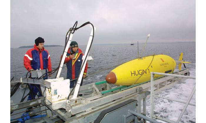 A Hugin AUV being launched (Courtesy Kongsberg)