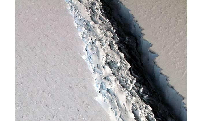 A massive rift in the Antarctic Peninsula's Larsen C ice shelf. (Image Credit: NASA/John Sonntag)