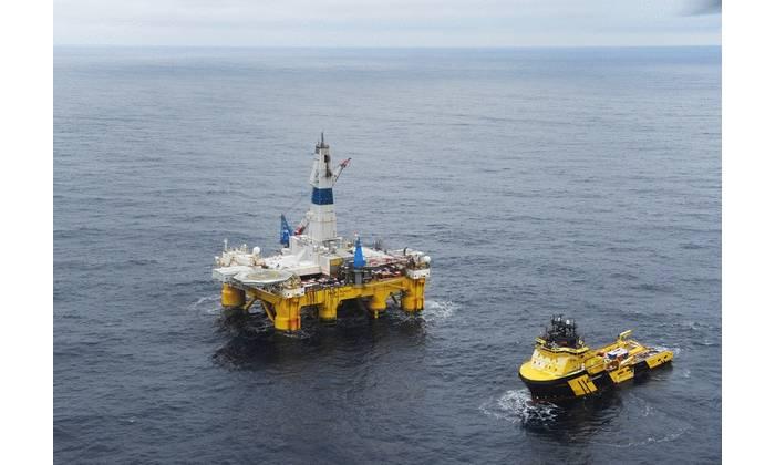 Polar Pioneer in the Barents Sea - Statoil - Photo Harald Pettersen