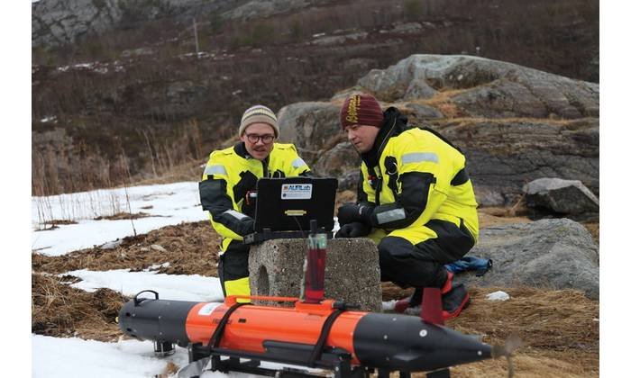 Resourceful: Norwegian AUV and oceanographic researchers work in sync. Photo Credit: Professor Martin Ludvigsen, NTNU AMOS