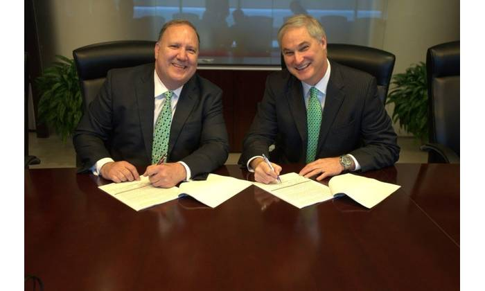 Rick Fowler, COO of LLOG and Doug Pferdehirt Chairman and CEO of TechnipFMC (Photo: LLOG)