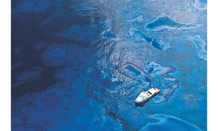 Oil spill recovery: Drone technology can aid disaster response effectively as in oil spill cleanup. (Photo: GettyImages/ESRI)