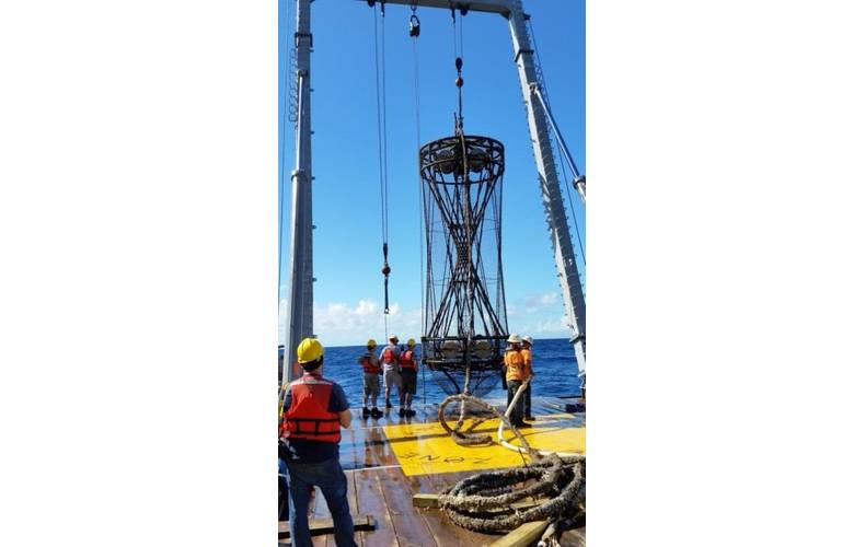 Figure 1. SST and Navy personnel recover STAFAC array in November, 2015. (Photo: SST)