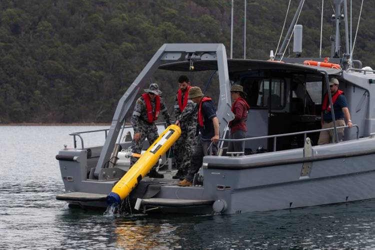 Australian Mine Warfare Team 16, MCDGRP and DSTG staff operating the Bluefin 9 Autonomous Underwater Vehicle (AUV) from a Mine Countermeasure Support Boat (MCMSB) during a Project Sea 1778 equipment application course at Pittwater, NSW. (Royal Australian Navy photo by ABIS Jarrod Mulvihill.)