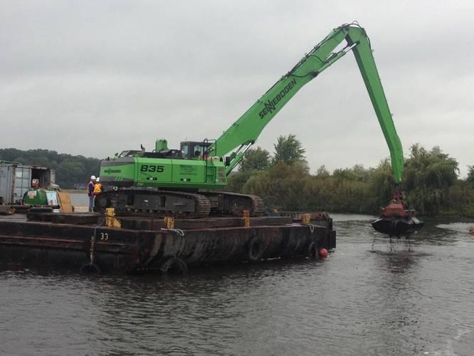 Construction crew removes contaminated sediment from White Lake. (Photo: EPA)