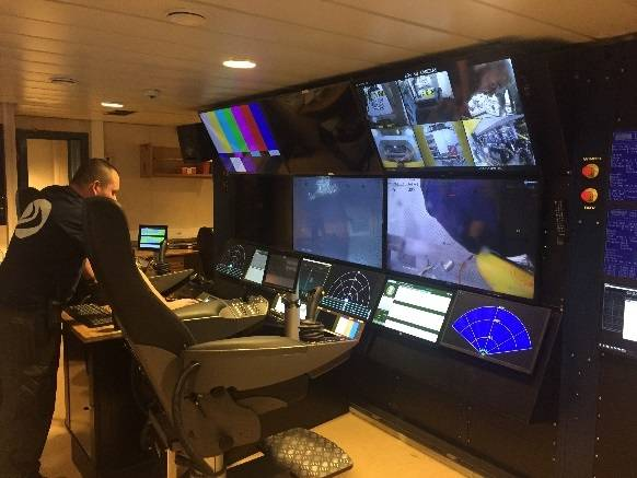 "ROV control room with ergonomic ""cyber chairs"" (Photo: 3U)"