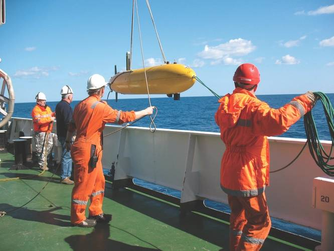 Deployment of OEX AUV on board NRV Alliance. (Photo: CMRE)