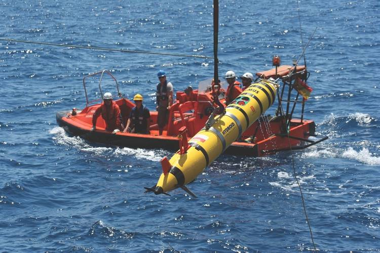 Deployment of the Remus 600 to join the rest of the fleet - 5 AUVs and 1 USV - to begin an unmanned multi-vehicle collaborative mission. (Photo courtesy: Javier Gilabert)