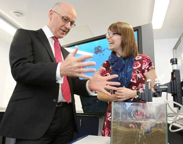 The Deputy First Minister with Dr Heidi Burdett at the Lyell Center's aquarium laboratory. (Photo: Heriot-Watt University)