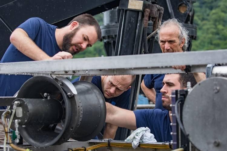 GFOE engineers work on the hydraulic system of the Deep Discoverer robot. (Photo: Art Howard/GFOE)