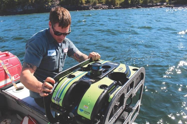Jason LaShelle gets SeaBotix SmartFlight 2.0, a Greensea system, ready for testing (Photo: Greensea)