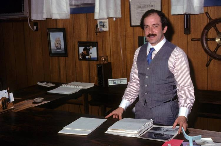 Marty Klein at his desk at Klein Associates. (courtesy Martin Klein and the MIT Museum)
