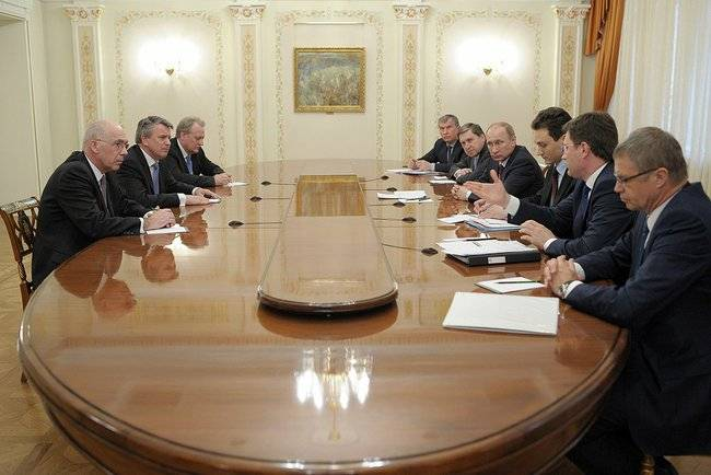 Meeting with Shell CEO Ben van Beurden. (Photo: The Presidential Press and Information Office)