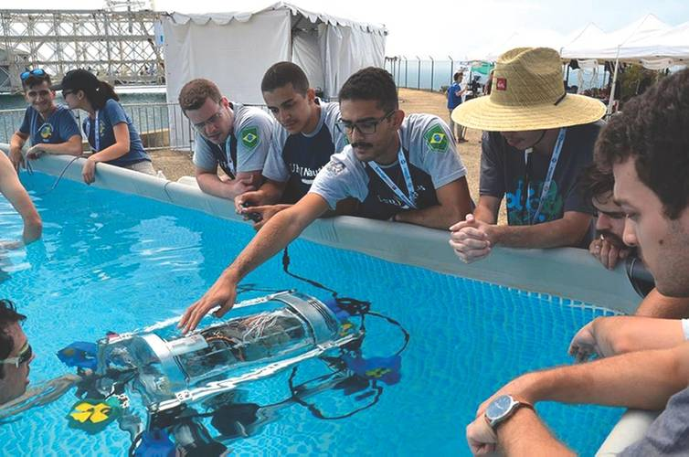 Nautilus AUV team members checking the systems prior to competition-image UFRJ Nautilus (Image: UFRJ Nautilus)