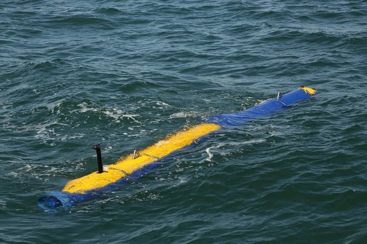 U.S. Navy Knifefish mine countermeasures UUV swims along the surface off the coast of Boston during final contractor sea trials earlier this fall. (Photo: General Dynamics Mission Systems)