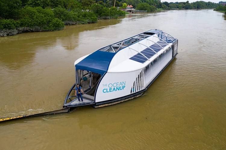 The Ocean Cleanup founder & CEO Boyen Slat on the Interceptor 002 in Klang River, Malaysia © The Ocean Cleanup
