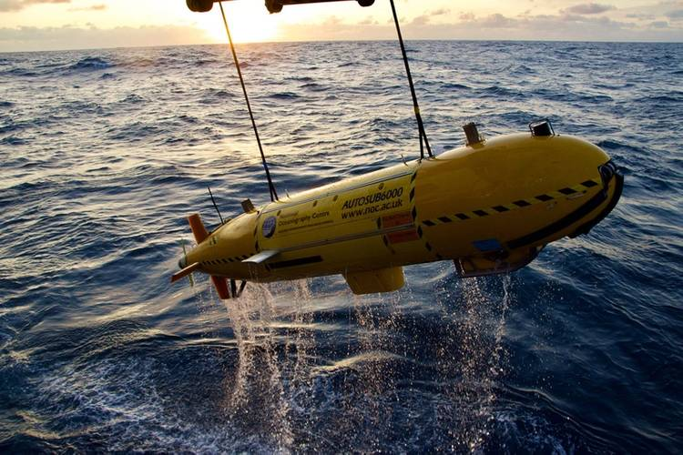 Recovery of Autosub 6000 following BioCam dive. Image: Sonardyne