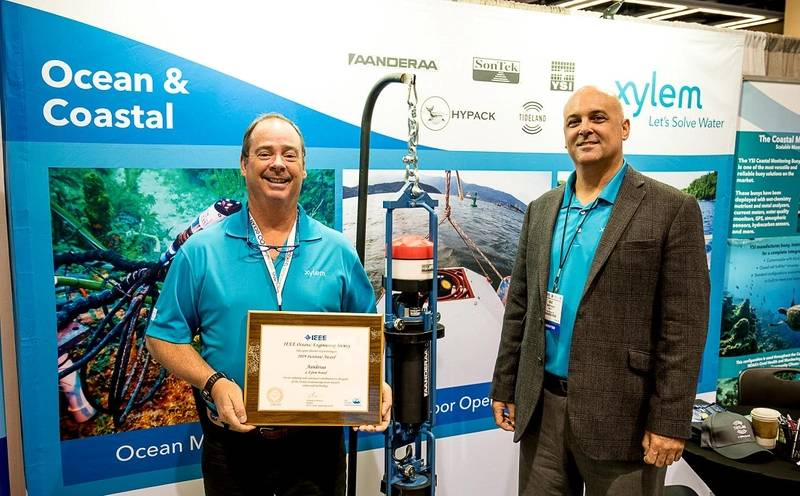 Two representatives displaying their IEEE OES Institute Award given to Aanderaa (Photo: Stan Chamberlain)